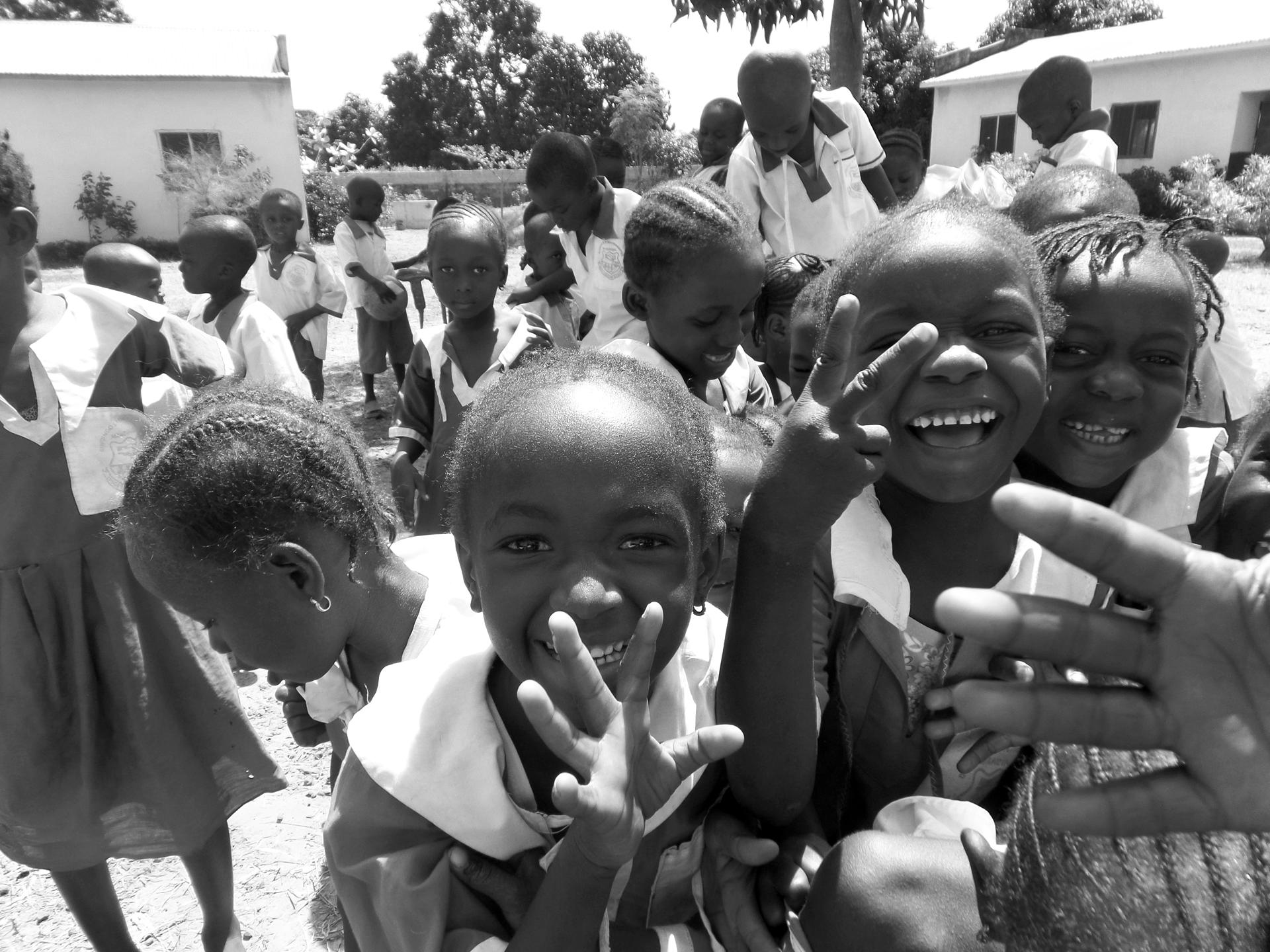 Jedes Kind hat   <br/> ein Recht auf Bildung,   <br/> auch in Afrika